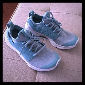 Under armour teal shoes